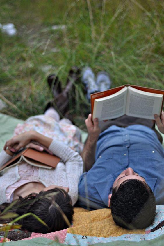 共同看书.jpg