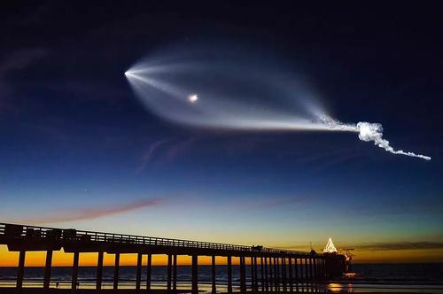 特斯拉火箭.jpg